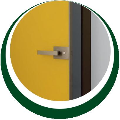 dettaglio porta per interni color giallo - Alpi Serramenti Torino