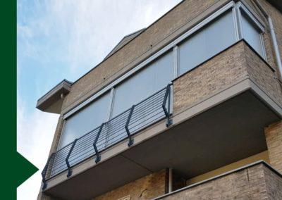 balcone condominio con tenda a rullo a scorrimento verticale